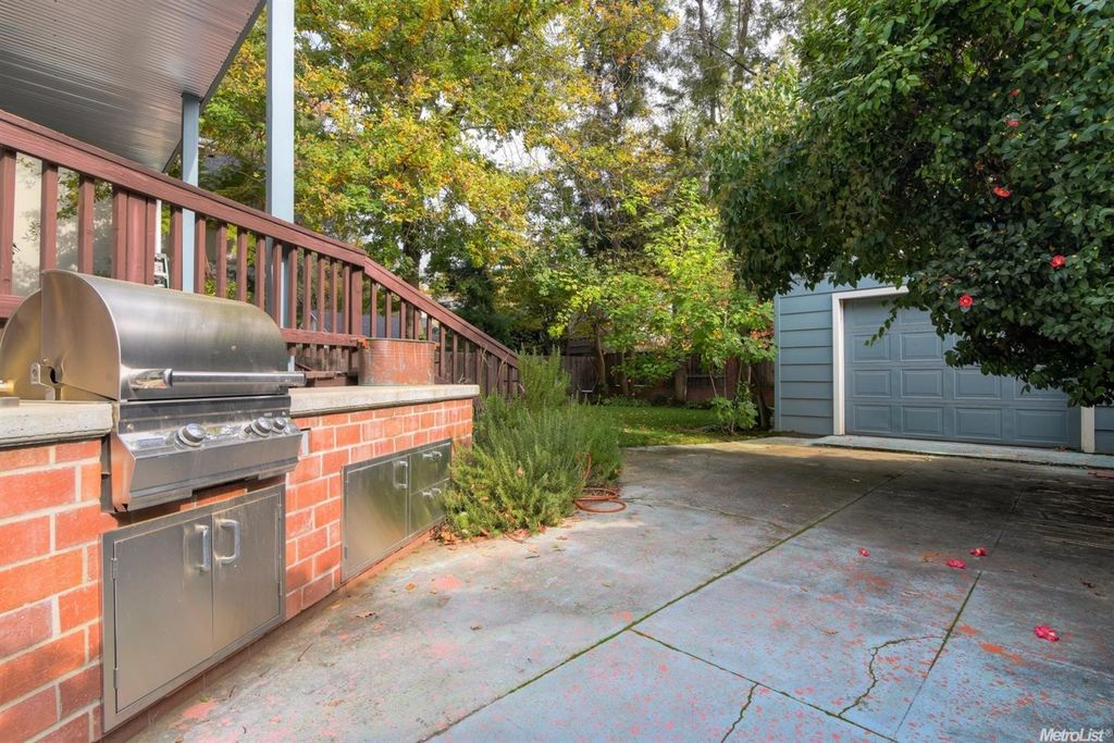 1217 40th St, Sacramento, CA 95819 -  $1,050,000 home for sale, house images, photos and pics gallery