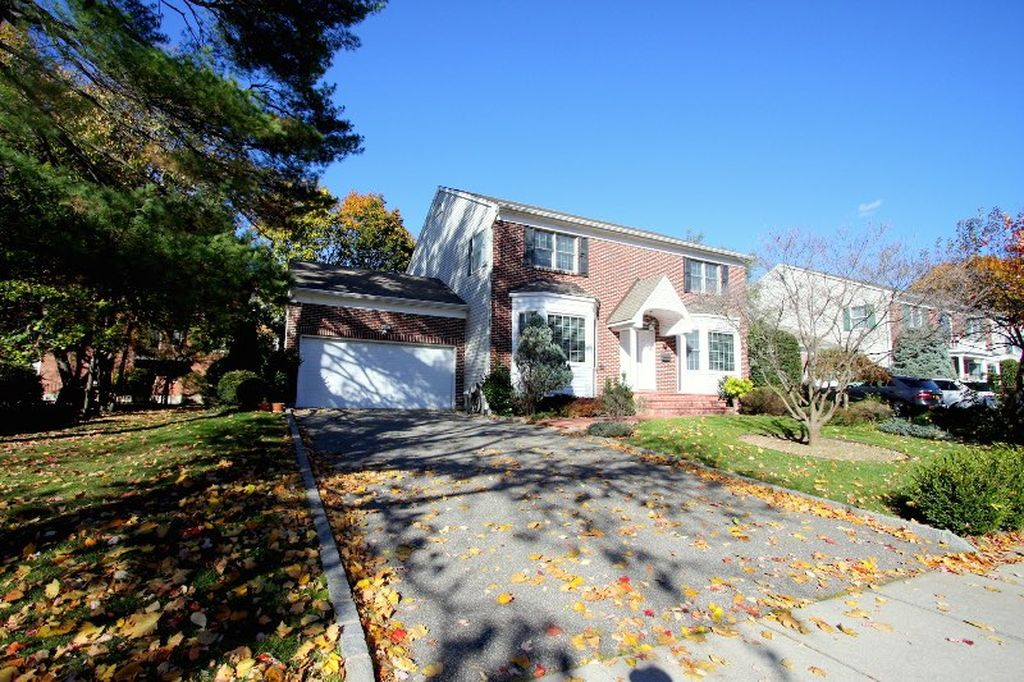 131 2nd St, Garden City, NY 11530 -  $1,025,000 home for sale, house images, photos and pics gallery