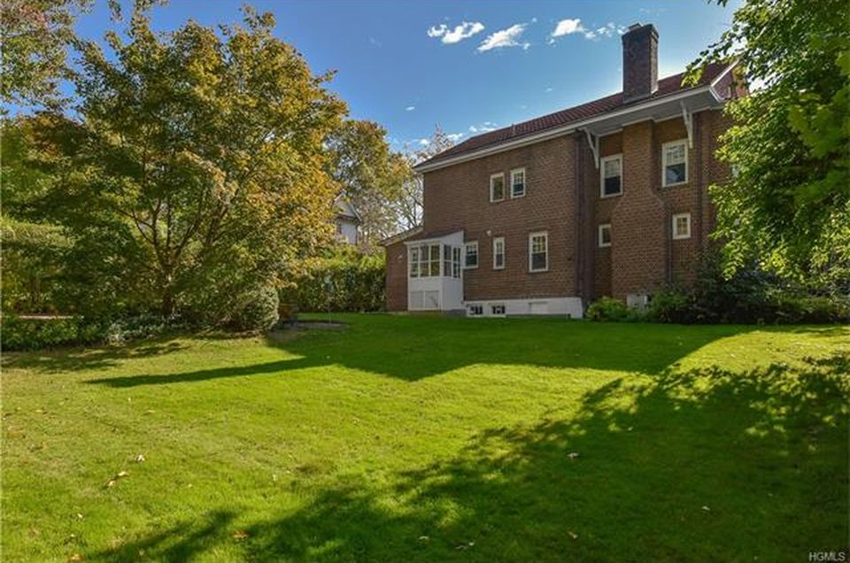 134 Broadview Ave, New Rochelle, NY 10804 -  $1,095,000 home for sale, house images, photos and pics gallery