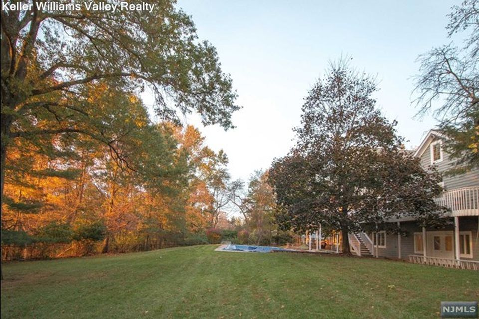 16 Rolling Ridge Rd, Upper Saddle River, NJ 07458 -  $1,189,000 home for sale, house images, photos and pics gallery