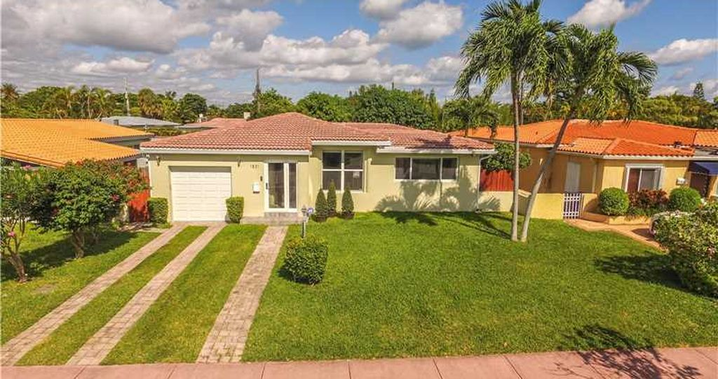1831 Bay Dr, Miami Beach, FL 33141 -  $1,100,000
