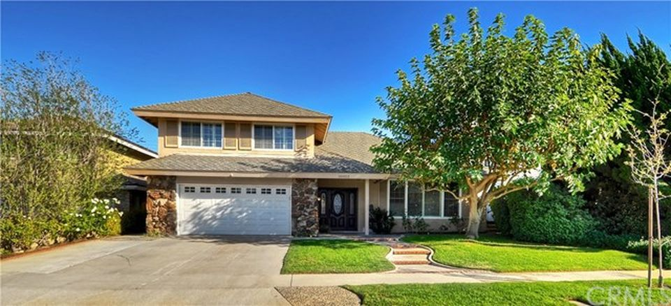 20052 Beaumont Cir, Huntington Beach, CA 92646 -  $1,029,000