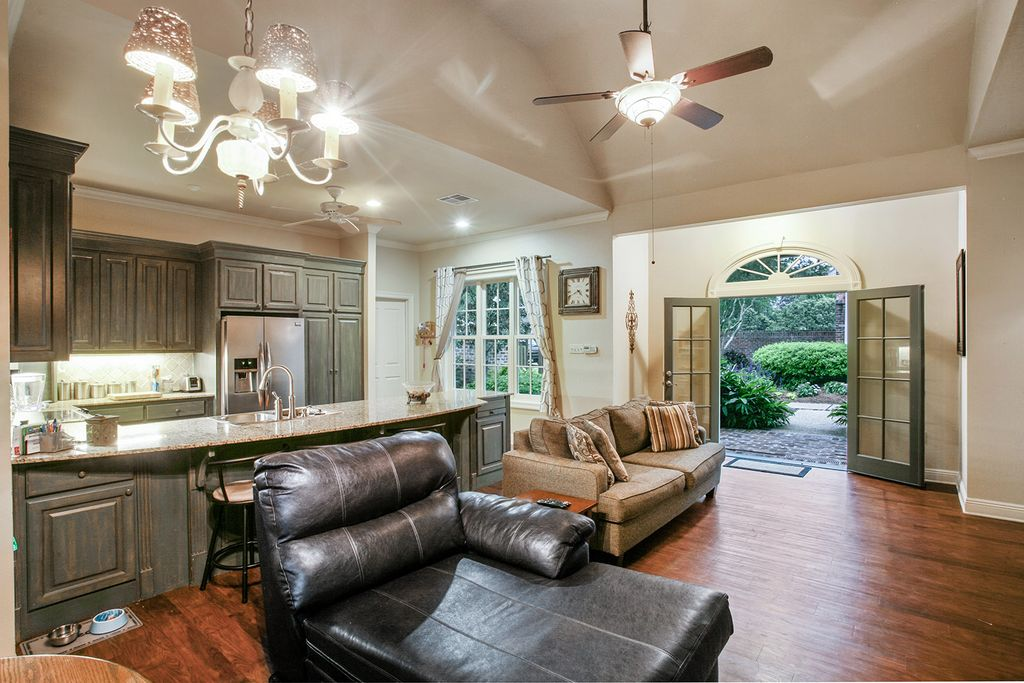 2055 Old Carriage Ln, Baton Rouge, LA 70806 -  $1,150,000 home for sale, house images, photos and pics gallery