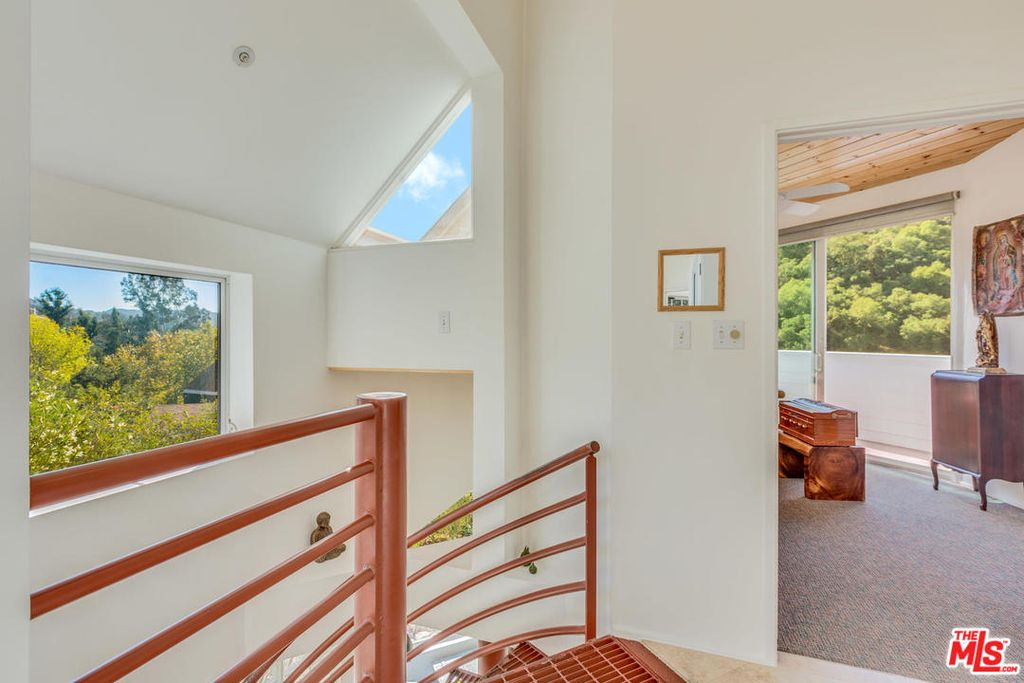 21024 Jolly Trl, Topanga, CA 90290 -  $1,170,000 home for sale, house images, photos and pics gallery