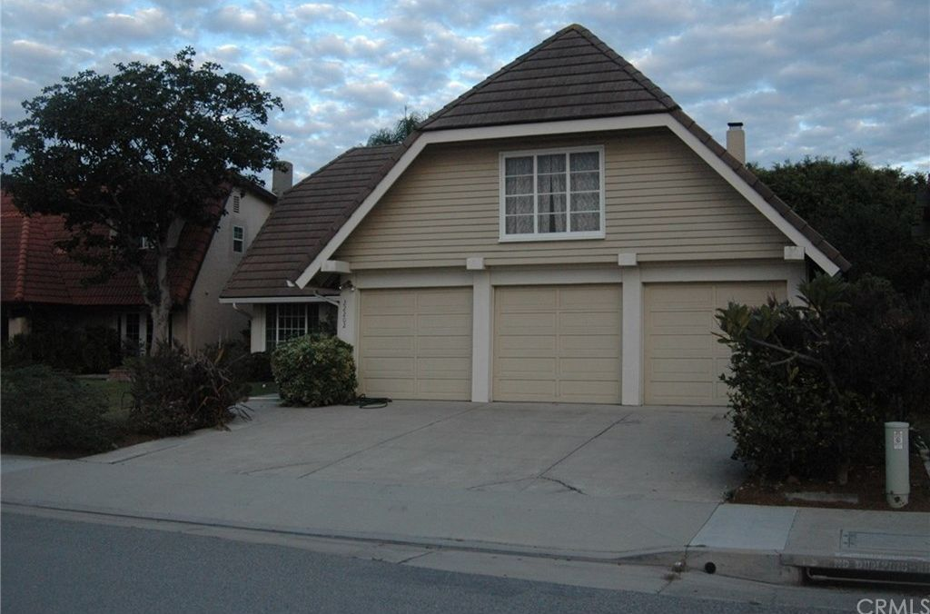 22202 Wood Island Ln, Huntington Beach, CA 92646 -  $1,100,000 home for sale, house images, photos and pics gallery