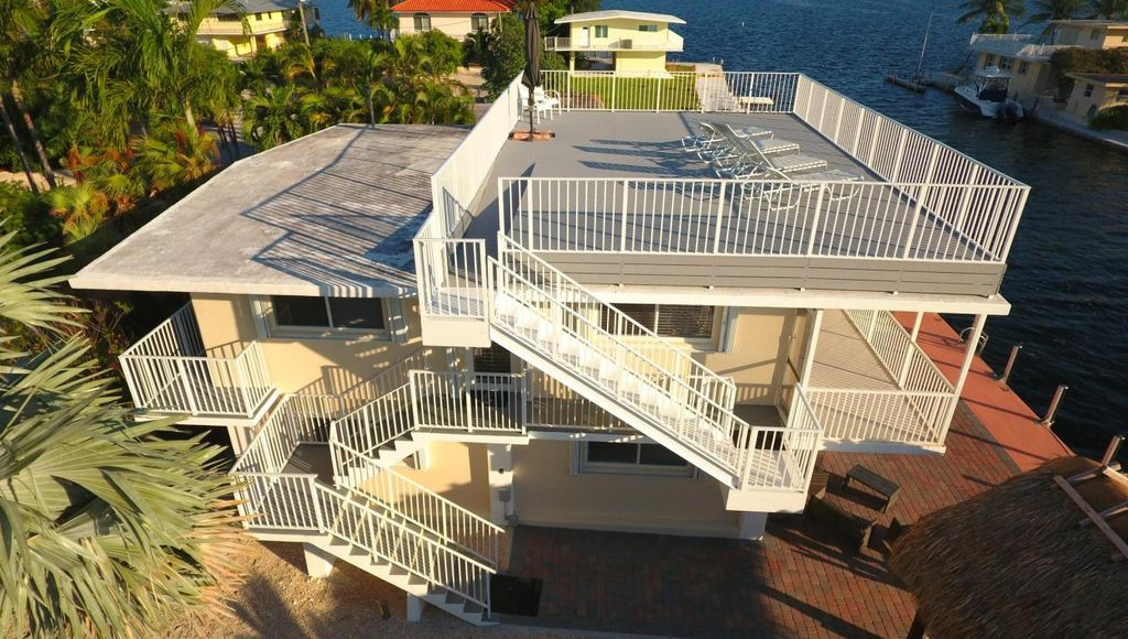 229 Jolly Roger Dr, Key Largo, FL 33037 -  $1,075,000 home for sale, house images, photos and pics gallery