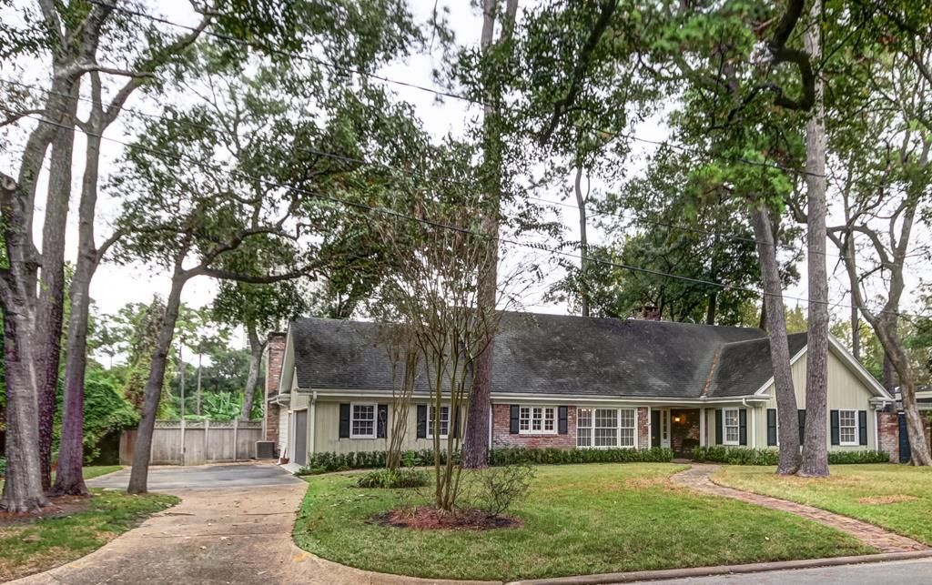 234 Pine Hollow Ln, Houston, TX 77056 -  $1,095,000