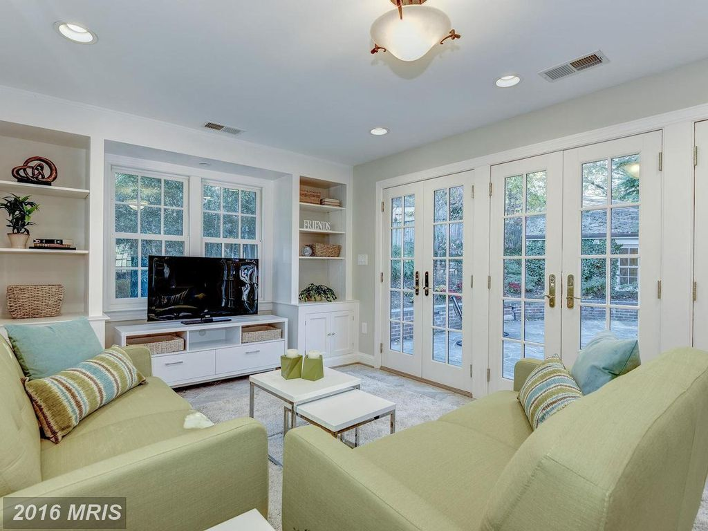 2421 N Monroe St, Arlington, VA 22207 -  $1,050,000 home for sale, house images, photos and pics gallery