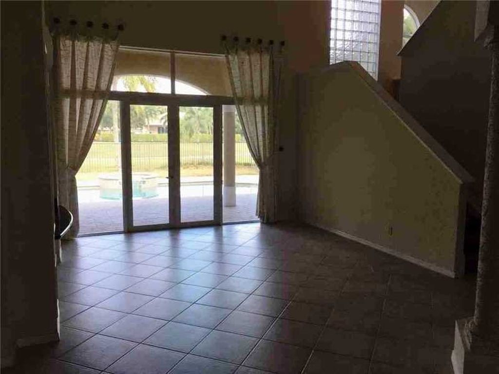 2531 Montclaire Cir, Weston, FL 33327 -  $1,060,000 home for sale, house images, photos and pics gallery