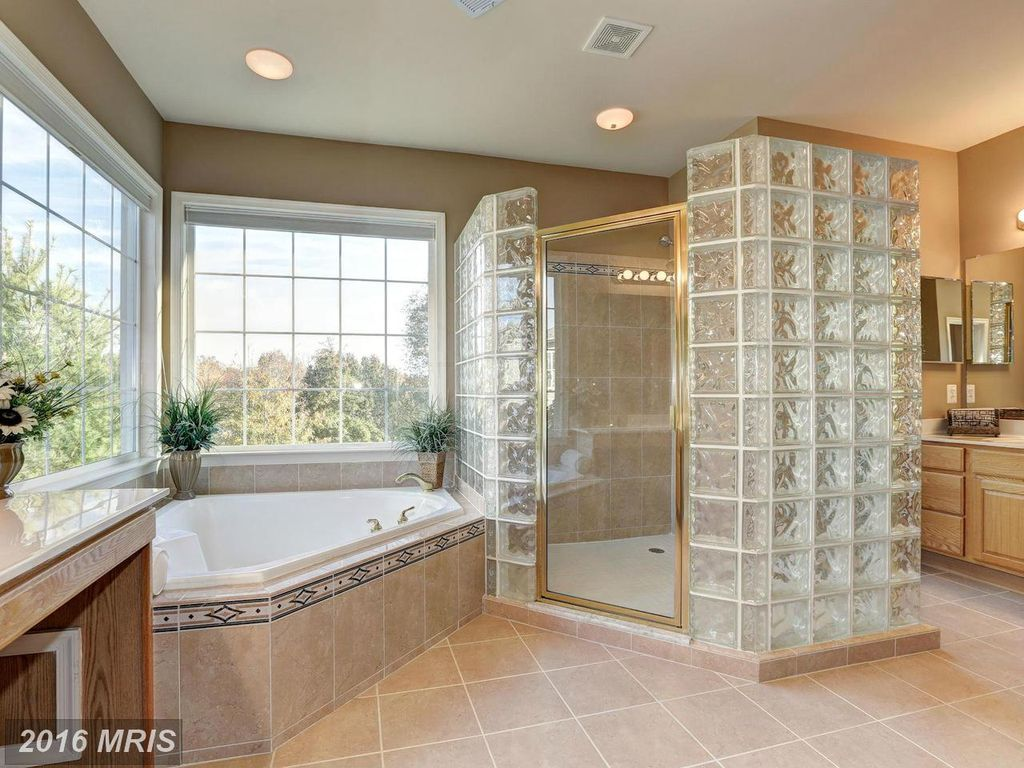 302 Misty Knoll Dr, Rockville, MD 20850 -  $1,038,000 home for sale, house images, photos and pics gallery