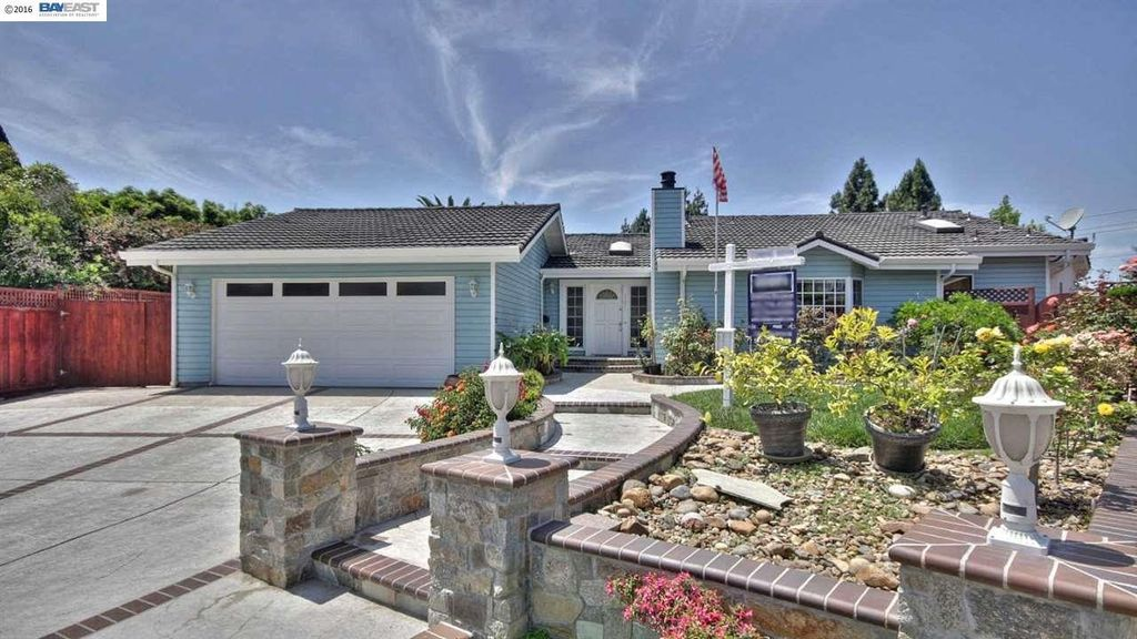 35071 Maidstone Ct, Newark, CA 94560 -  $1,048,000