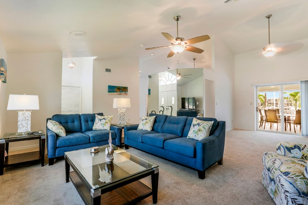 370 Cottage Ct, Marco Island, FL 34145 -  $1,075,000 home for sale, house images, photos and pics gallery