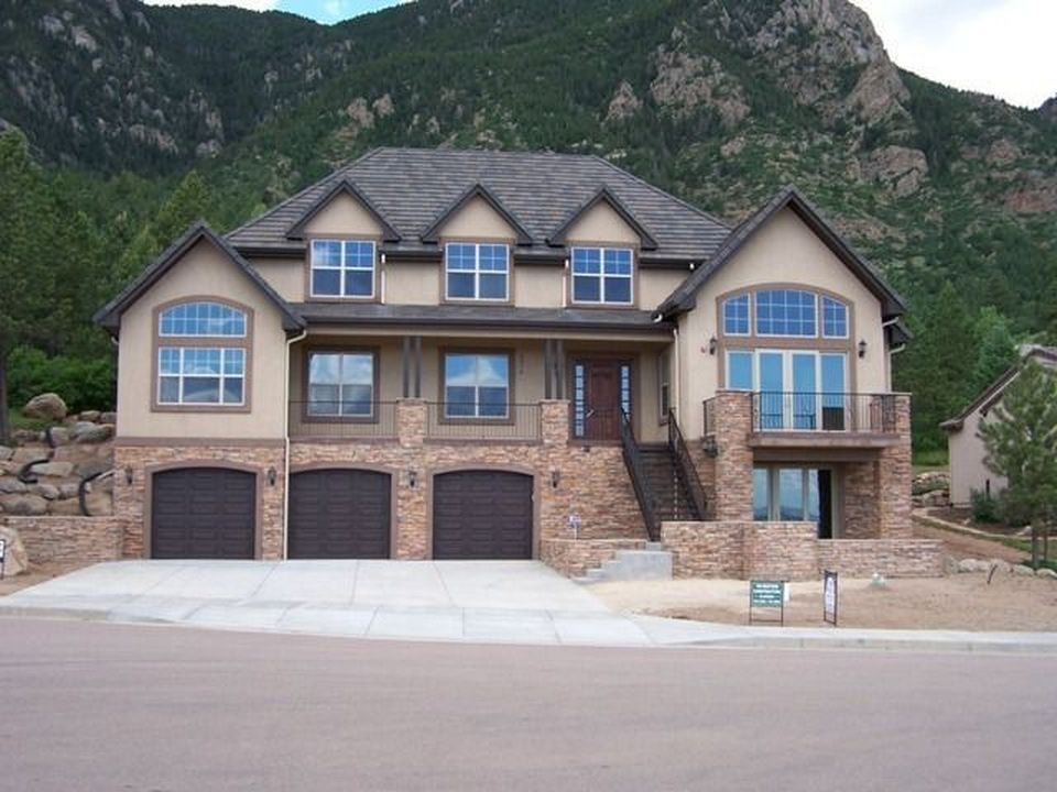 374 Irvington Ct, Colorado Springs, CO 80906 -  $1,075,000