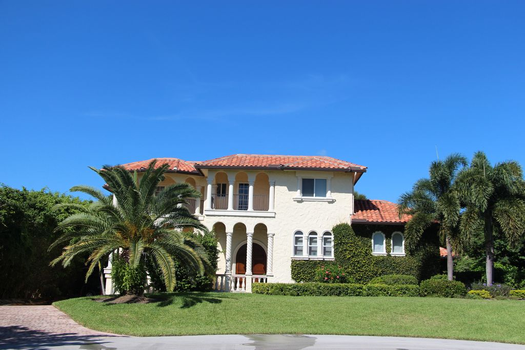 4 Marguerita Dr, Sewalls Point, FL 34996 -  $1,075,000