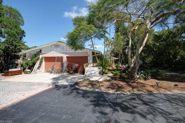 41 Center St, Naples, FL 34108 -  $1,095,000
