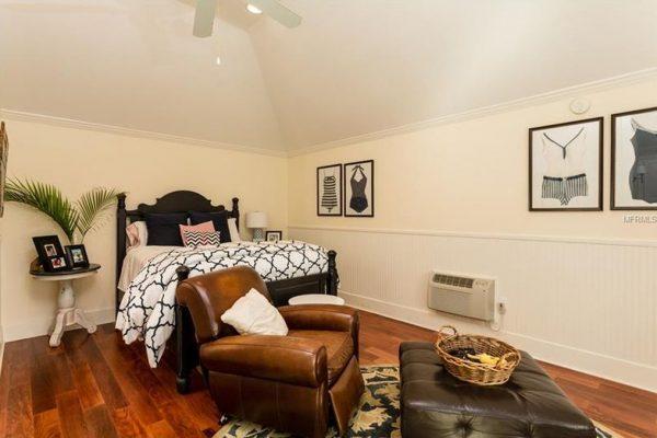 445 17th Ave NE, St Petersburg, FL 33704 -  $1,050,000