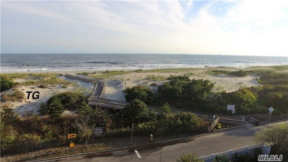 45 Leamington St, Lido Beach, NY 11561 -  $1,100,000 home for sale, house images, photos and pics gallery