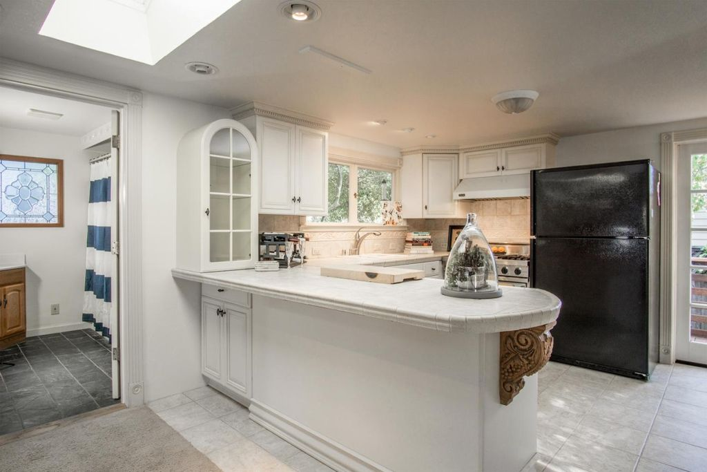 512 6th St, Pacific Grove, CA 93950 -  $1,095,000 home for sale, house images, photos and pics gallery