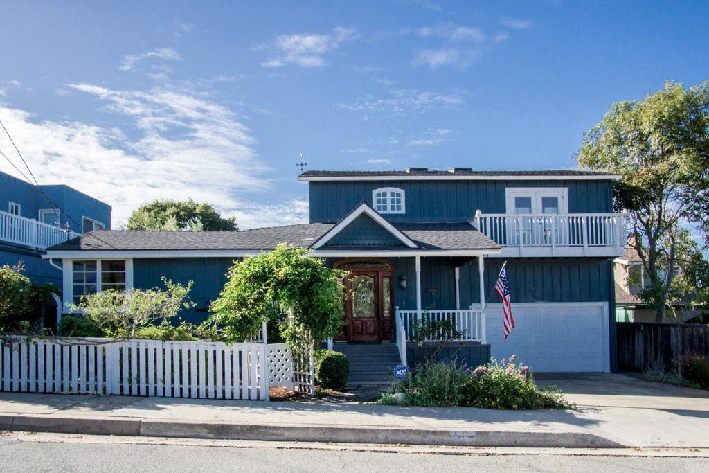 512 6th St, Pacific Grove, CA 93950 -  $1,095,000