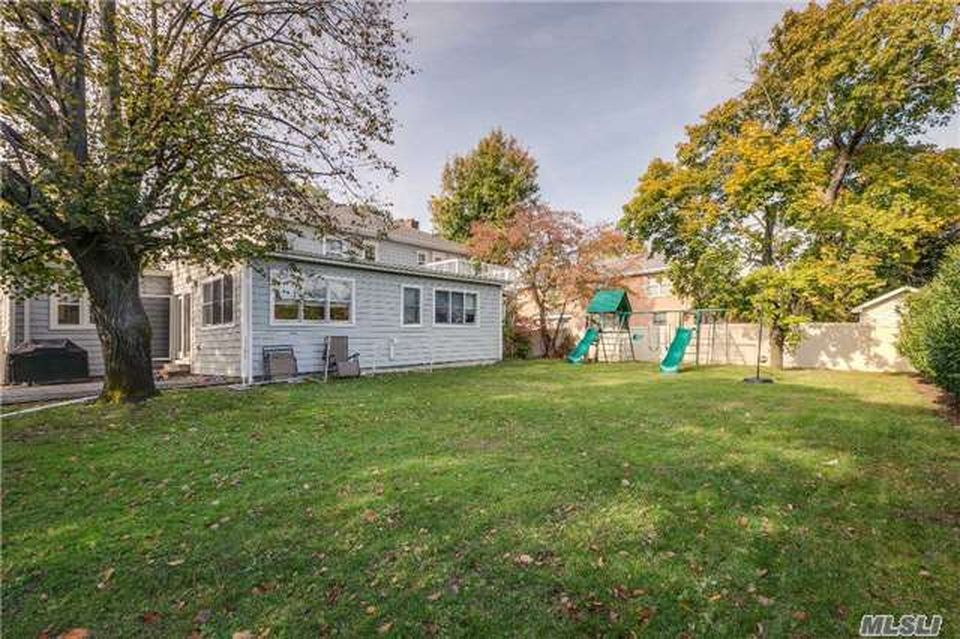 565 Kenridge Rd, Lawrence, NY 11559 -  $1,299,000 home for sale, house images, photos and pics gallery