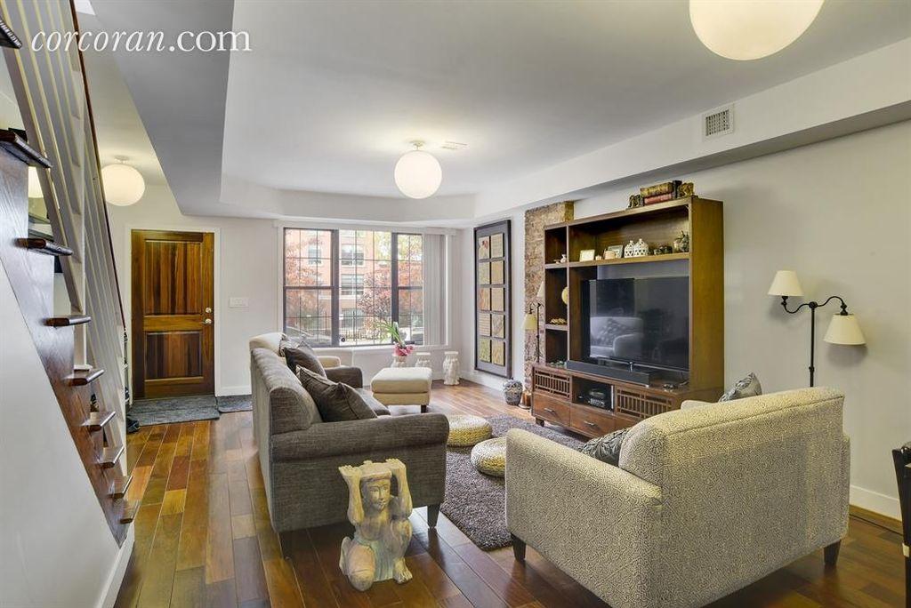 646 Chauncey St, Brooklyn, NY 11207 -  $1,049,000