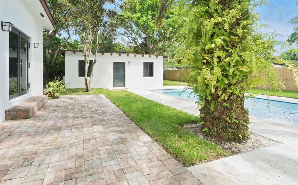 6475 SW 83rd St, Miami, FL 33143 -  $1,075,000 home for sale, house images, photos and pics gallery
