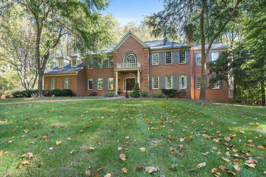 6601 Rutledge Dr, Fairfax Station, VA 22039 -  $1,100,000