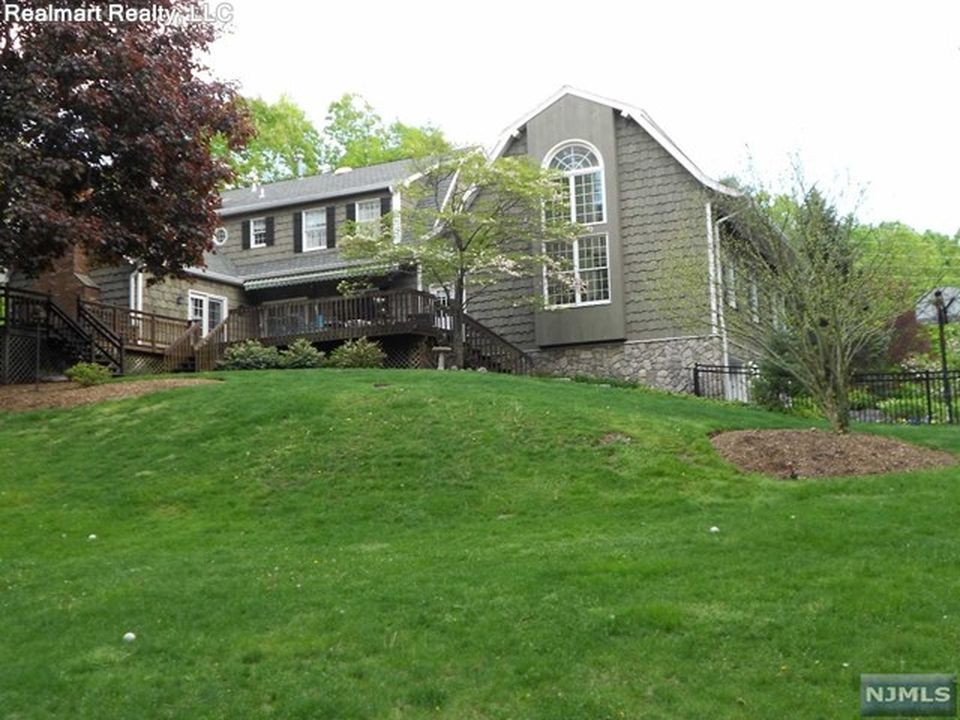748 Galloping Hill Rd, Franklin Lakes, NJ 07417 -  $1,135,000 home for sale, house images, photos and pics gallery