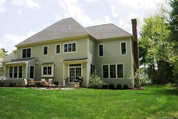 8 Banbury Cres, Farmington, CT 06032 -  $1,049,900