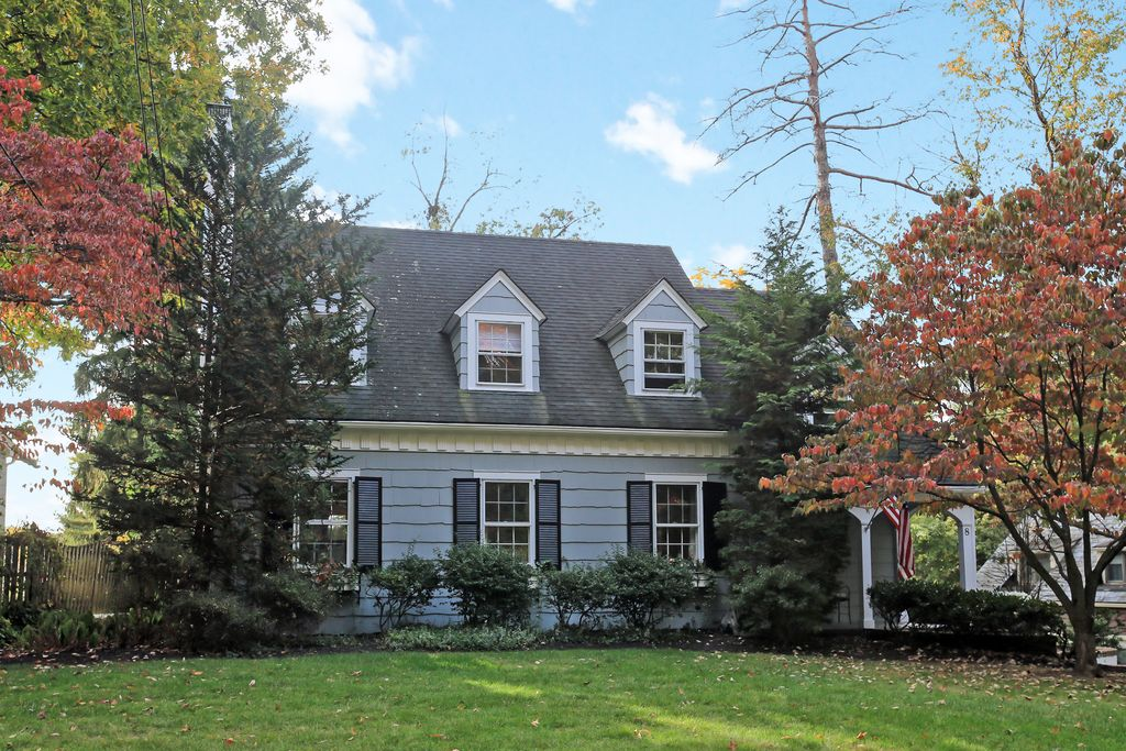 8 Gallowae, Westfield, NJ 07090 -  $1,039,000
