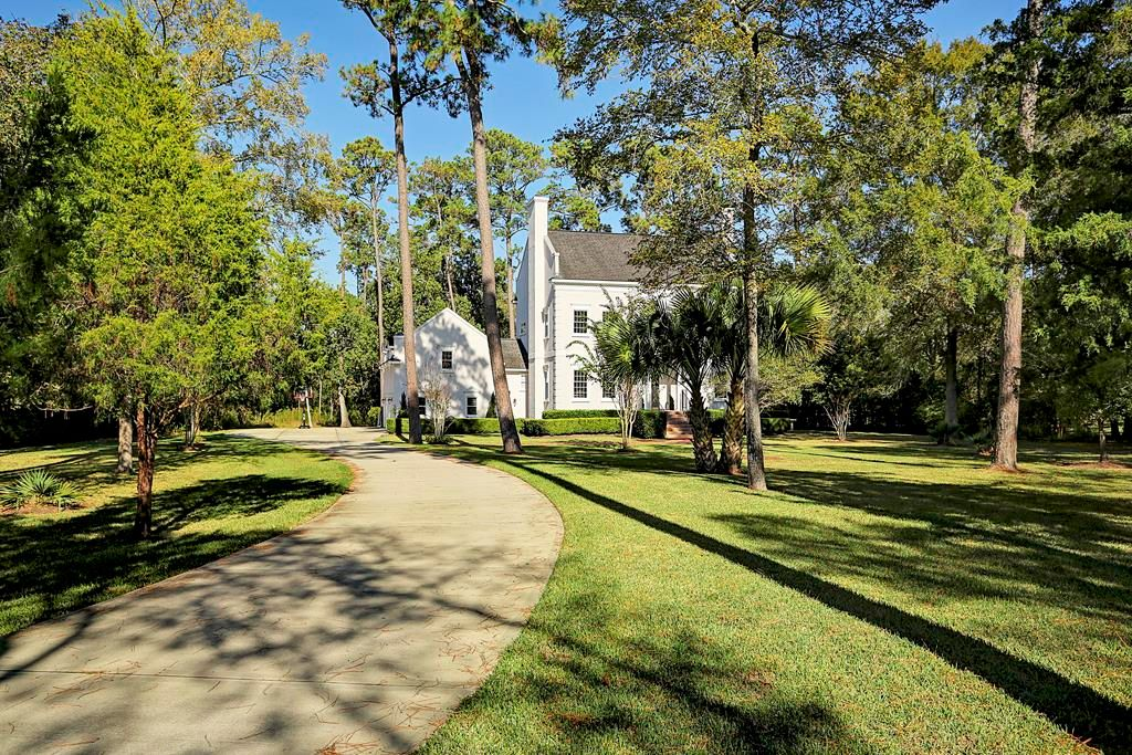903 Quaker Bend Dr, Friendswood, TX 77546 -  $1,100,000 home for sale, house images, photos and pics gallery