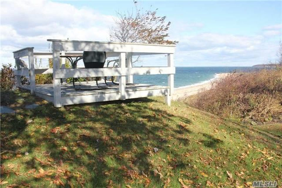 970 Salt Marsh Ln, Peconic, NY 11958 -  $1,100,000 home for sale, house images, photos and pics gallery
