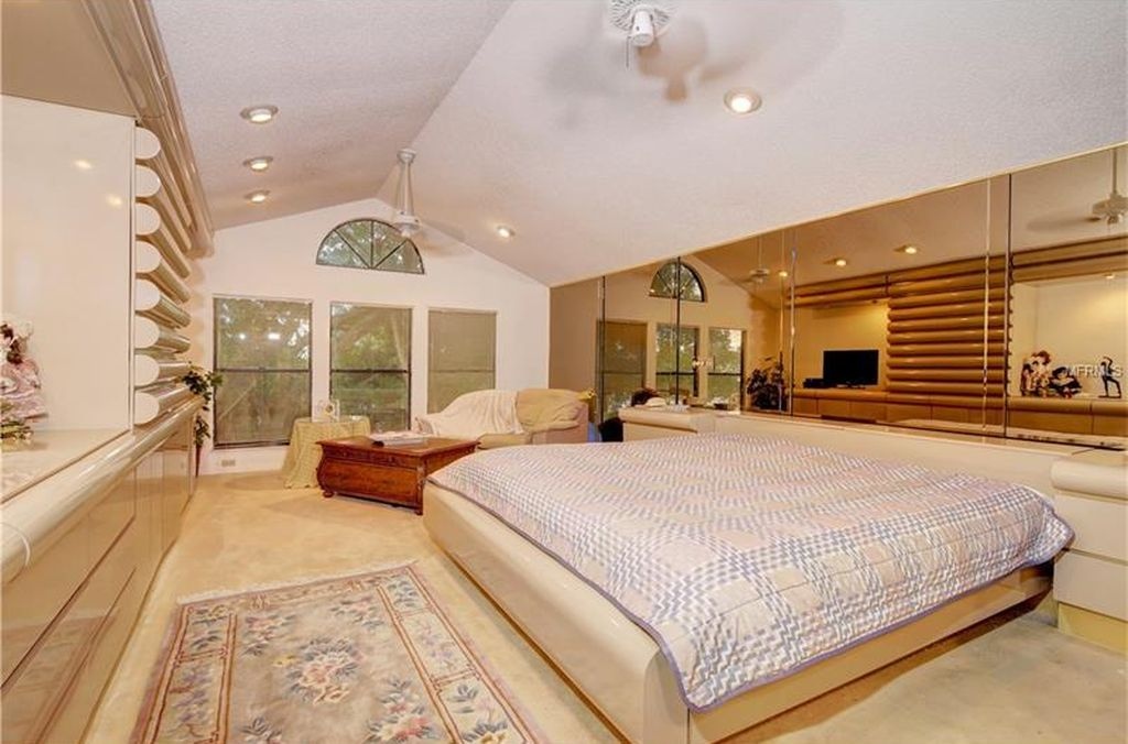1209 79th St S, Saint Petersburg, FL 33707 -  $1,000,000 home for sale, house images, photos and pics gallery