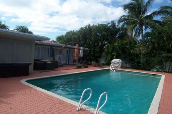 349 NE 2nd St, Boca Raton, FL 33432 -  $1,100,000