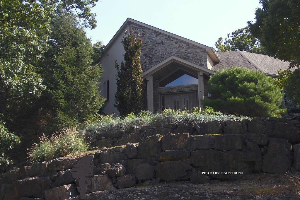 5 Frances Ct, Cedar Grove, NJ 07009 -  $1,700,000