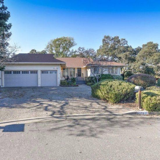 1059 Oakmont Ct, Napa, CA 94559 -  $1,099,000