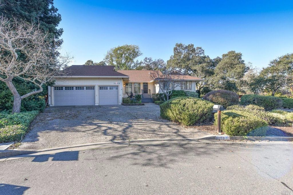 1059 Oakmont Ct, Napa, CA 94559 -  $1,099,000 home for sale, house images, photos and pics gallery