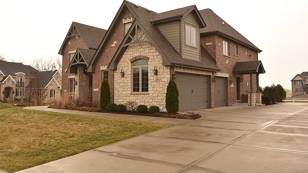 11021 Buck Horn Ln, Orland Park, IL 60467 -  $1,049,000 home for sale, house images, photos and pics gallery