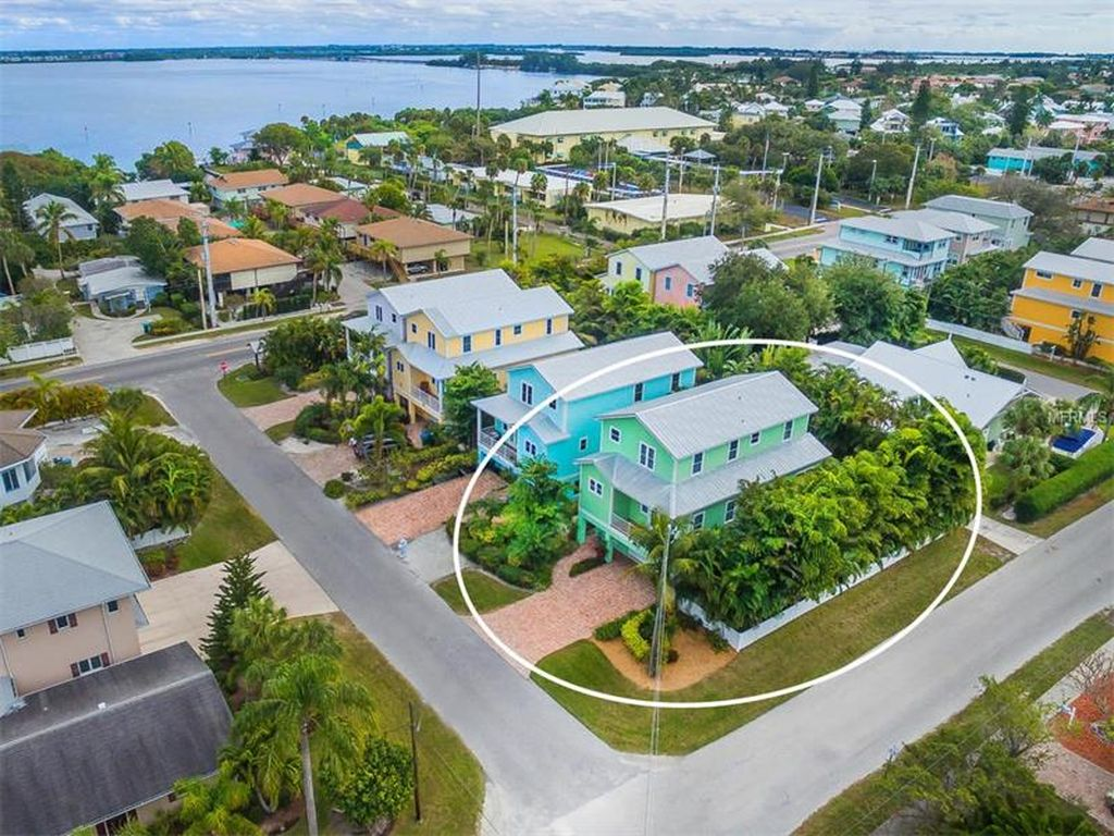 141 50th St, Holmes Beach, FL 34217 -  $1,100,000 home for sale, house images, photos and pics gallery