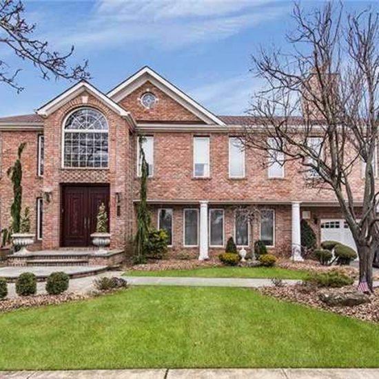 142 Alhambra Rd, Massapequa, NY 11758 -  $1,099,900