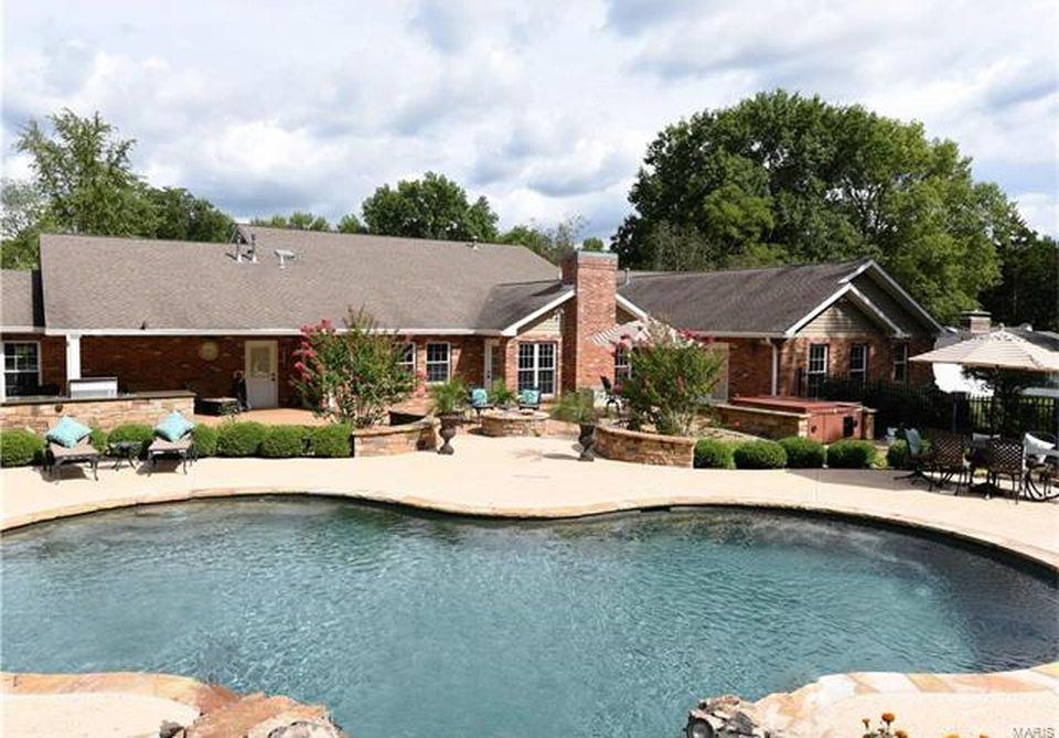 1831 Camberly Rd, Saint Louis, MO 63131 -  $1,090,000 home for sale, house images, photos and pics gallery