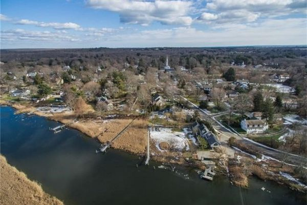 21 Ferry Rd, Old Lyme, CT 06371 -  $1,095,000