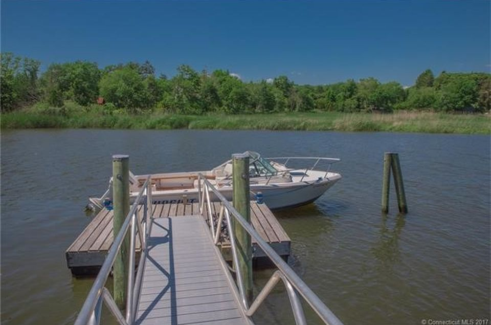 21 Ferry Rd, Old Lyme, CT 06371 -  $1,095,000 home for sale, house images, photos and pics gallery