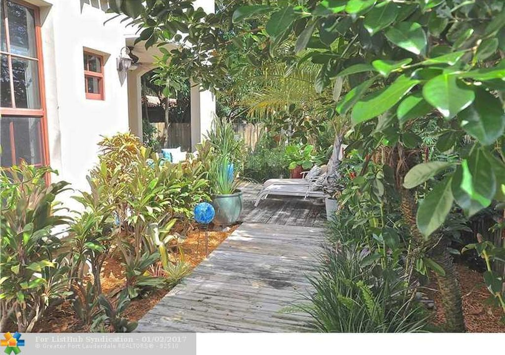 2722 NE 20th Ct, Fort Lauderdale, FL 33305 -  $1,195,000 home for sale, house images, photos and pics gallery