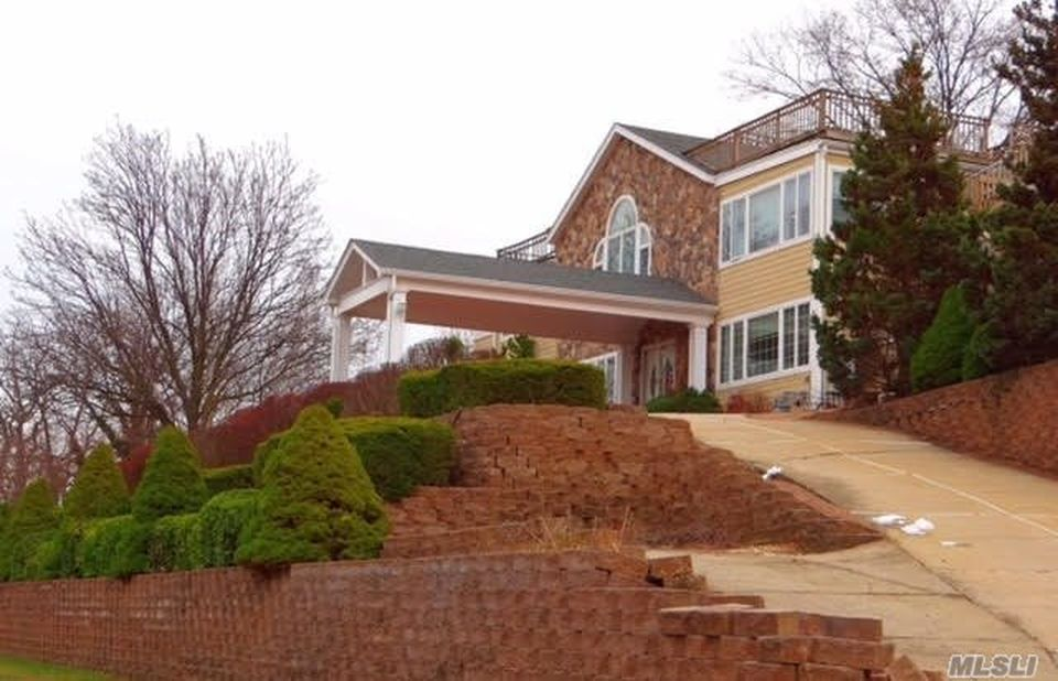 3 Barbara Ln, Glen Cove, NY 11542 -  $1,100,000 home for sale, house images, photos and pics gallery