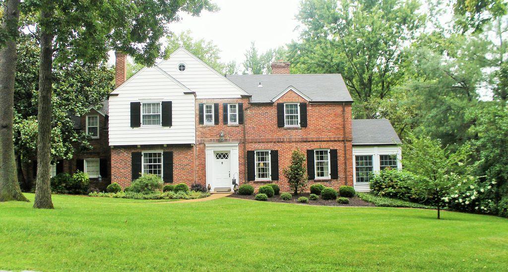 31 Loren Woods, Saint Louis, MO 63124 -  $1,149,000