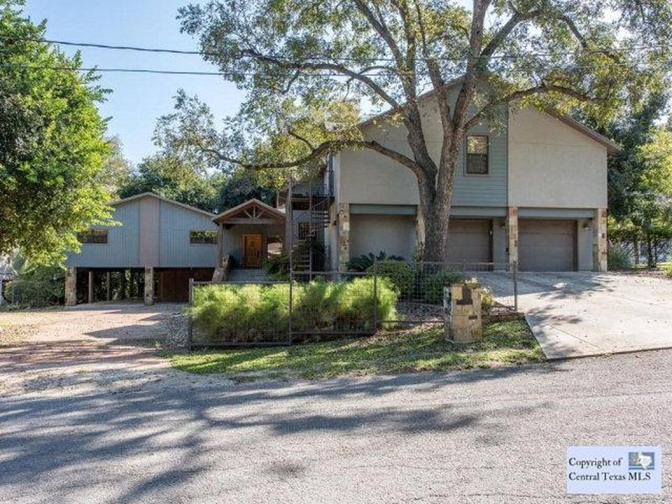 320 E Coll St, New Braunfels, TX 78130 -  $1,050,000 home for sale, house images, photos and pics gallery