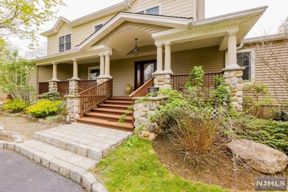 320 Fern Dell St, Upper Saddle River, NJ 07458 -  $1,099,000