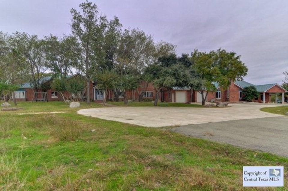 321 Weiss Rd, New Braunfels, TX 78130 -  $1,250,000 home for sale, house images, photos and pics gallery