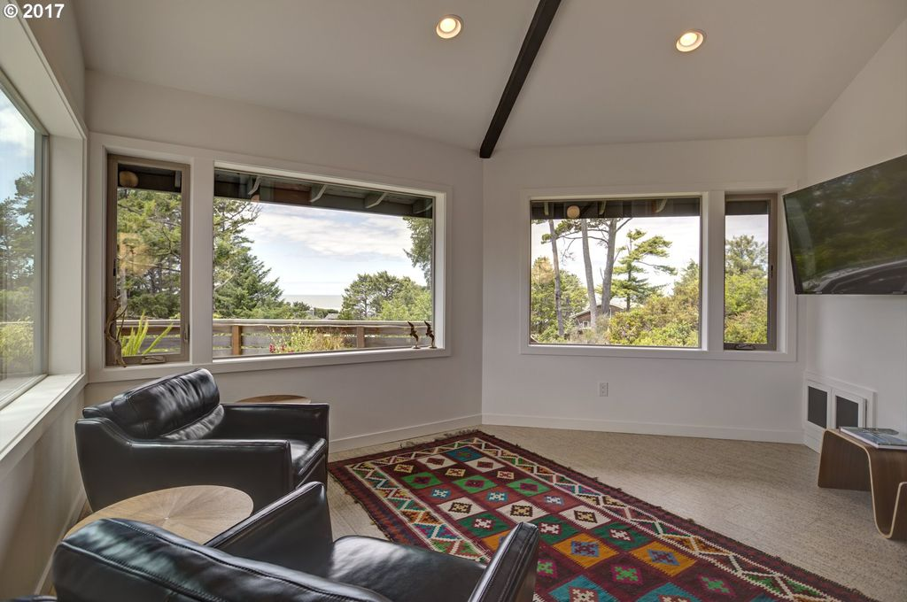 327 2nd St N, Manzanita, OR 97130 -  $1,180,000 home for sale, house images, photos and pics gallery